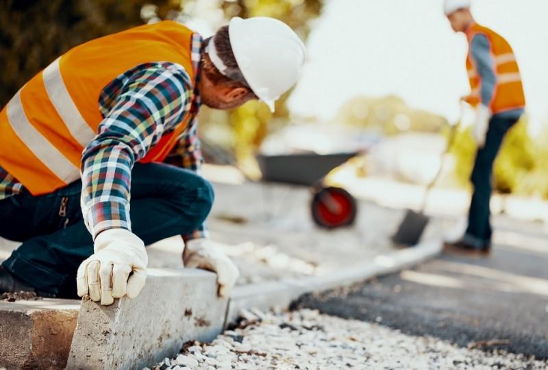 Pracownicy fizyczni mogą liczyć na dobre zarobki i benefity